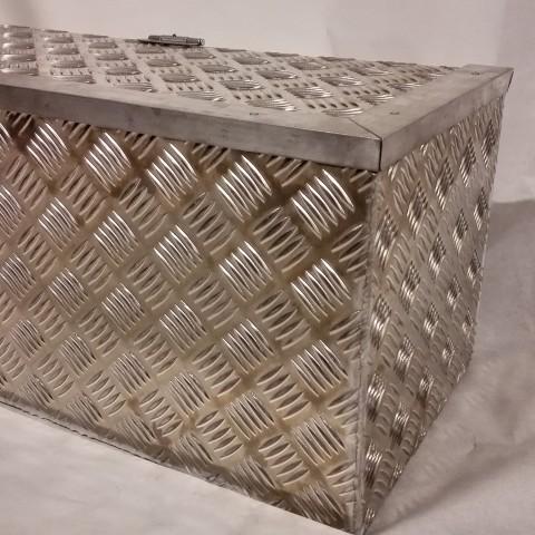 Alumiinilaatikko